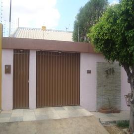 Casa Residencial - Rua Major Gonçalo Mundo Gurgel Corretor de Imóveis  - Veja Casas
