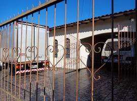 OPORTUNIDADE!  A UMA QD DO SUPER GOLF, CASA 152,00M2, TERR DE 300,00M2 NO JD INTERLAGOS Flora Marques - Veja Casas